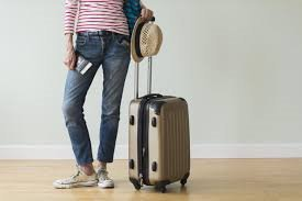 How to pack light and fit everything into hand-luggage .